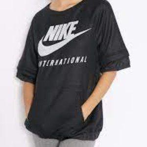 Nike International Short Sleeve Sweatshirt SZ M